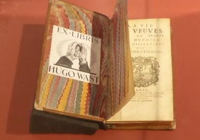Ex libris Hugo Wast. Biblioteca Nacional Mariano Moreno's collection.
