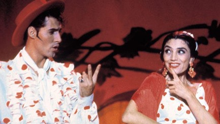 Ángela Molina as Pepita and Manuel Banderas, as Mario, in the film Las cosas del querer.