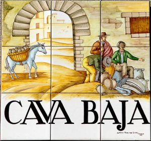Street sign of Cava Baja located in the centre of Madrid. Tiles by ceramist Ruiz de Luna. Courtesy of photographer Pedro Reina © Pedro Reina